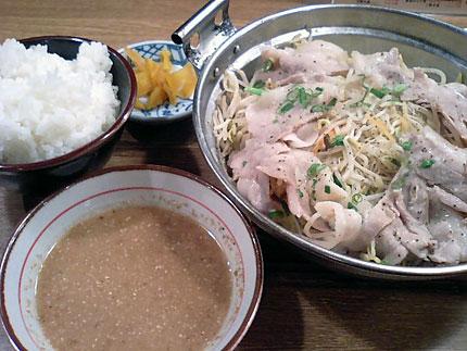 牛亭「豚もやし(麺入り)」680円